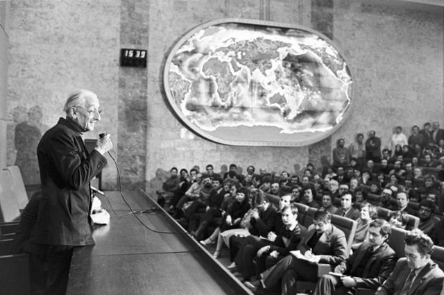 Французский океанограф Жак Ив Кусто на встрече со специалистами института океанологии Академии наук СССР. 1987 год