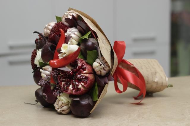 В этом сезоне одним из популярных веяний стали букеты из овощей.