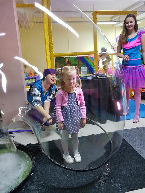 Снежана впервые участвовала в шоу мыльных пузырей.