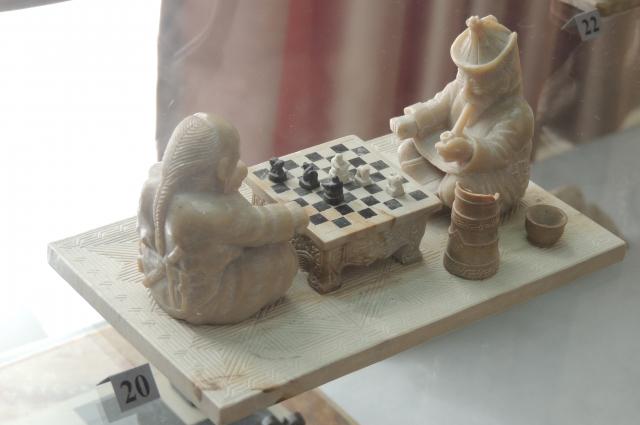 Эти шахматы - один из древнейших предметов искусства тувинцев.