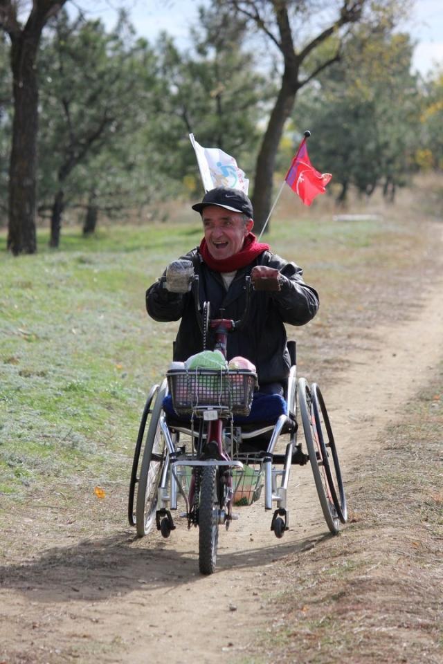 Алексей проехал тысячи километров на хендбайке.