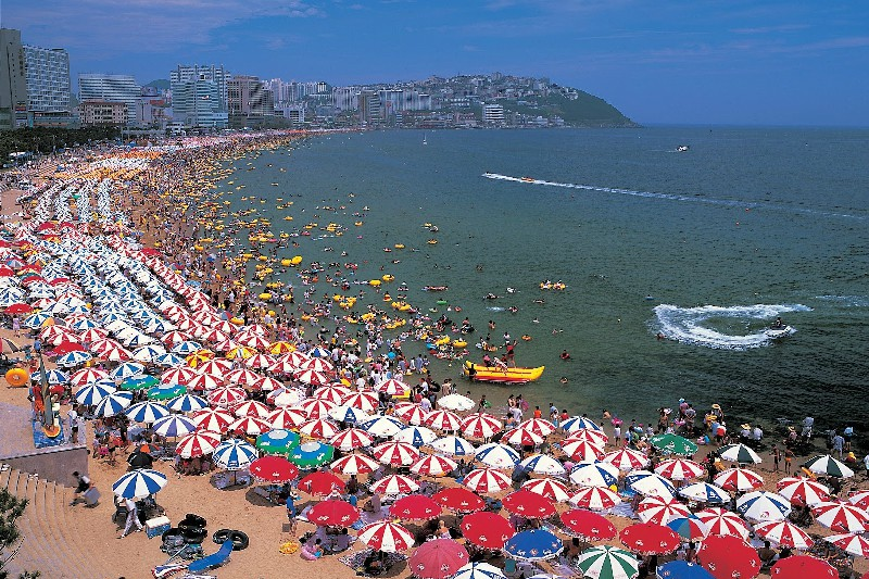 Пляжи Пусана широки и радуют отдыхающих чистой водой.
