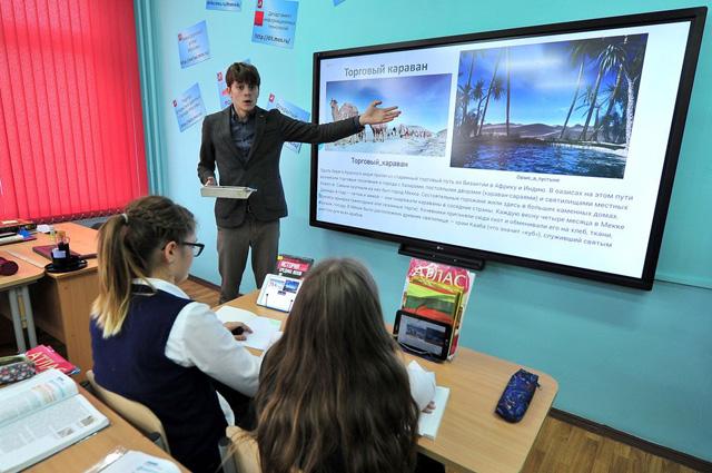 Если учителя используют в своей работе материалы Московской электронной школы, они получают надбавки к зарплате.