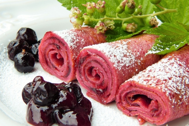 Тесто для скандинавских блинов замешивают на молоке и свиной крови.