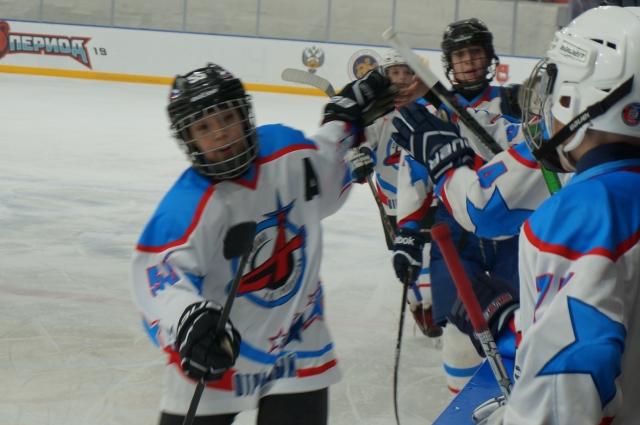 После первого периода ребята из «Спортграда» вели со счётом 2:0.