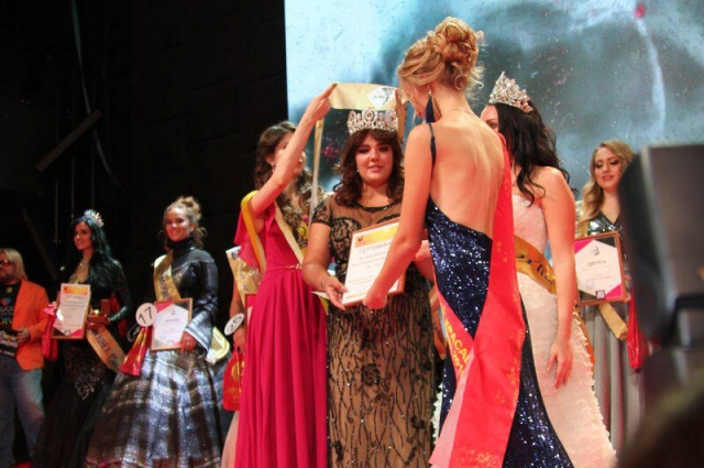 Регина получила корону.