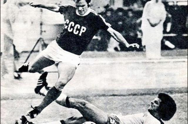 Леонид Назаренко в матче с бразильцами на Олимпиаде-1976.