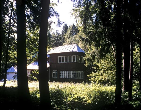 Вид на Дом-музей Бориса Пастернака в посёлке Переделкино