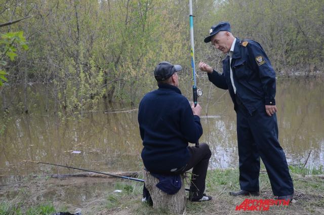 Рыбачить можно только на однby поплавок.