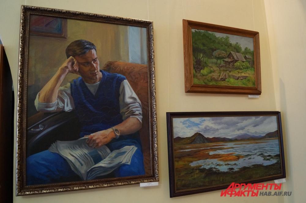 Художница пишет как портреты, так и пейзажи.