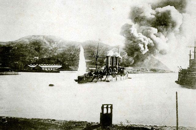 «Паллада» под обстрелом в гавани Порт-Артура.