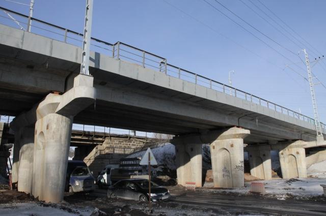Переключение движения поездов на новые пути проведут в два этапа.