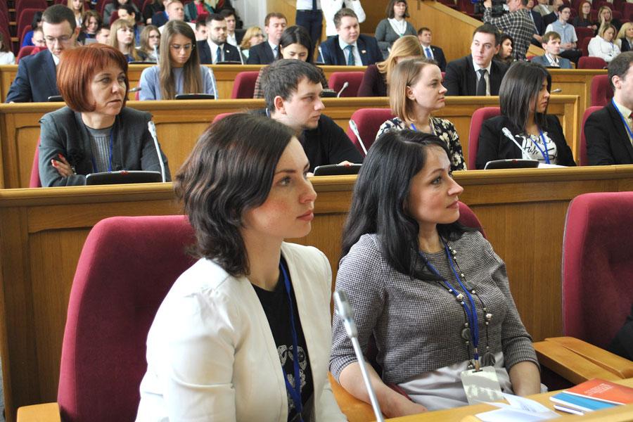 Владимир Нетёсов выступил перед представителями 18 субъектов ЦФО РФ, которые приехали в Воронеж обсудить важные вопросы молодёжной политики.