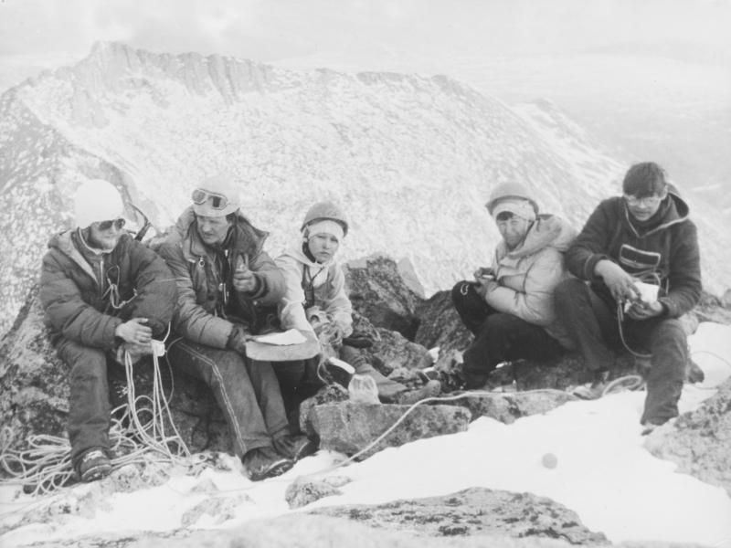 1985 г. Тува, вторая справа - инструктор Л. Суворкина