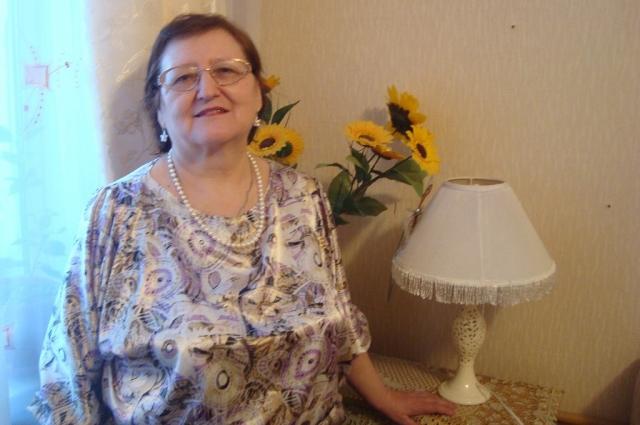 С болезнью отца Людмила Ивановна сильно сдала.