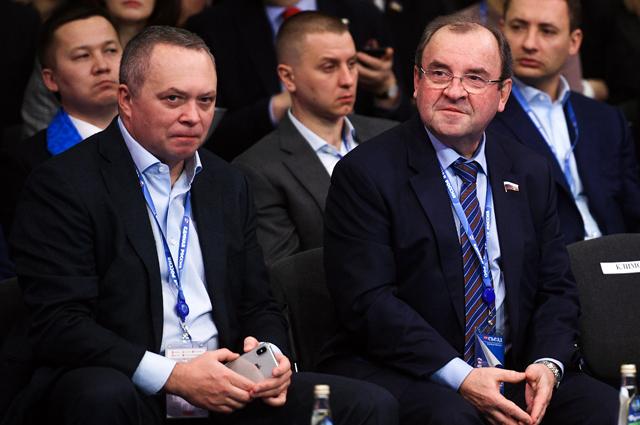 Председатель правления Фонда развития гражданского общества Константин Костин (слева) и заместитель секретаря Генерального совета партии