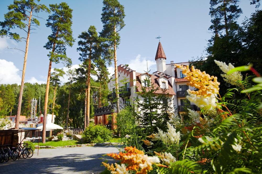 Спа-отель расположен в живописном месте.