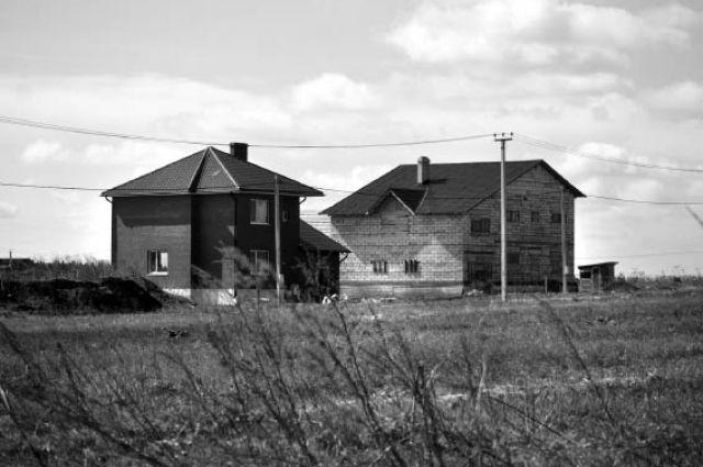 Сначала людям выдали разрешение на строительство, а теперь говорят, что жильё на этой земле возводить нельзя.
