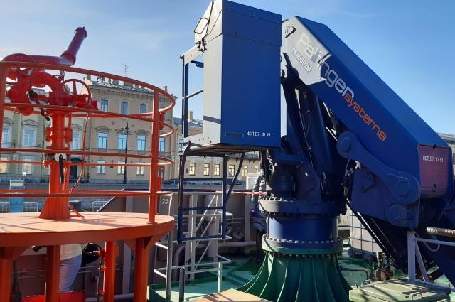 Посетители могут задавать экскурсоводам любые вопросы о работе и технической составляющей ледоколов.