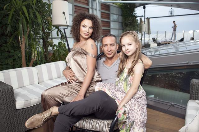 Певец Данко Александр Фадеев с семьей.