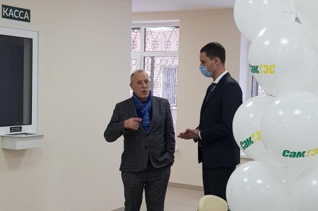 Владимир Василенко осмотрел и оценил возможности нового клиентского центра и отметил особое отношение энергетиков к своим клиентам.