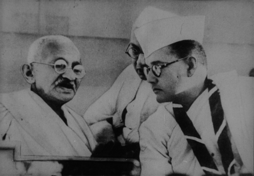 Субхас Чандра Бос (справа) и Махатма Ганди, 1938 г.