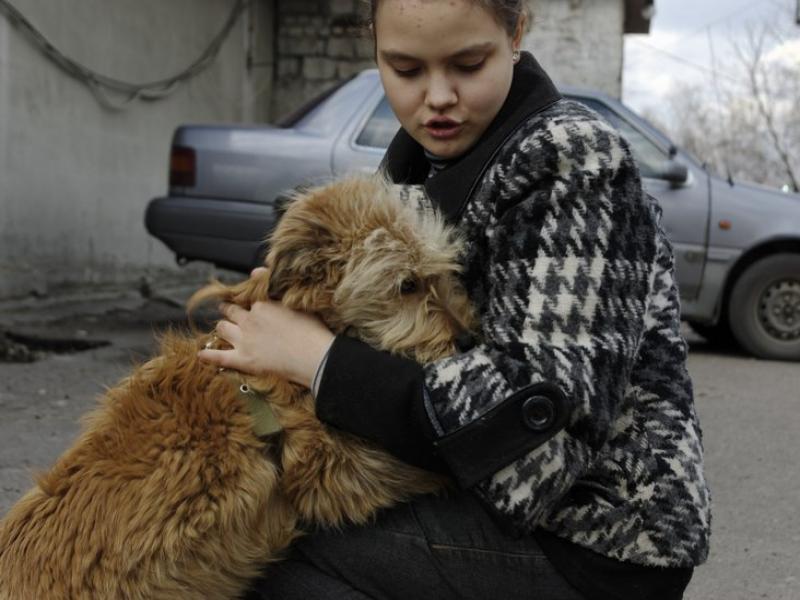 Ольга и её дочь забирают домой брошенных животных