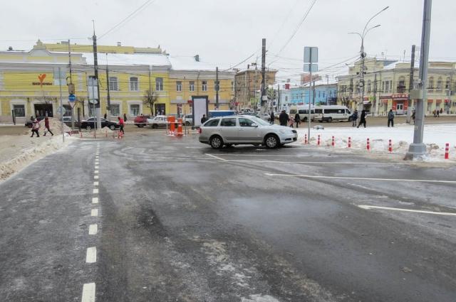 Парковка на площади Ленина.