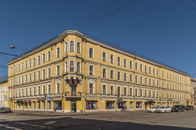Школа Достоевского располагалась на Старо-Петергофском проспекте, 19.