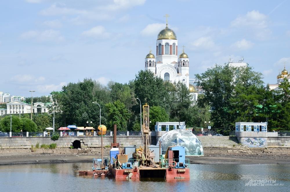 Даже геологическая разведка показала, что храм на берегу будет стоять твёрже. Во всех смыслах.