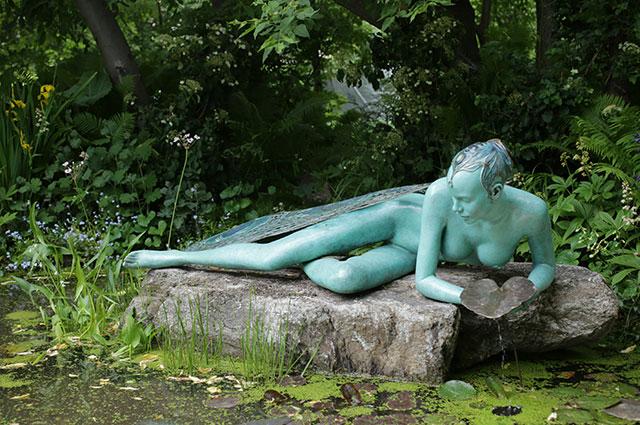 «Стрекоза» скульптора Виктории Чичинадзе в саду «LIBELLULIDEA».
