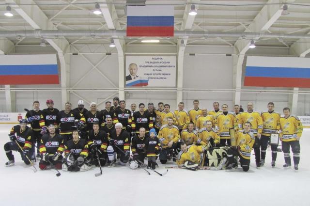В хоккейном состязании встретились сборные четырёх предприятий края, среди которых команды Краснокамского ремонтно-механического и Мотовилихинских заводов.