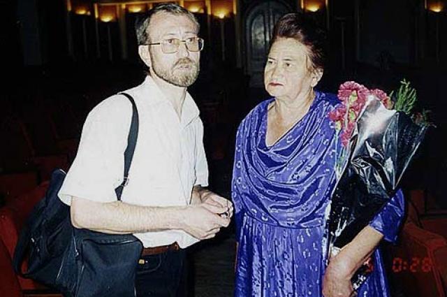 Геннадий Толстенко с мамой после концерта.