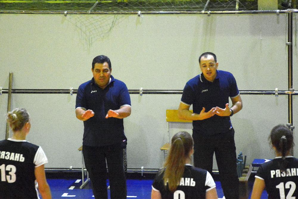 Главному тренеру Андрею Оглы (слева) и тренеру Сергею Папушину придется оперативно