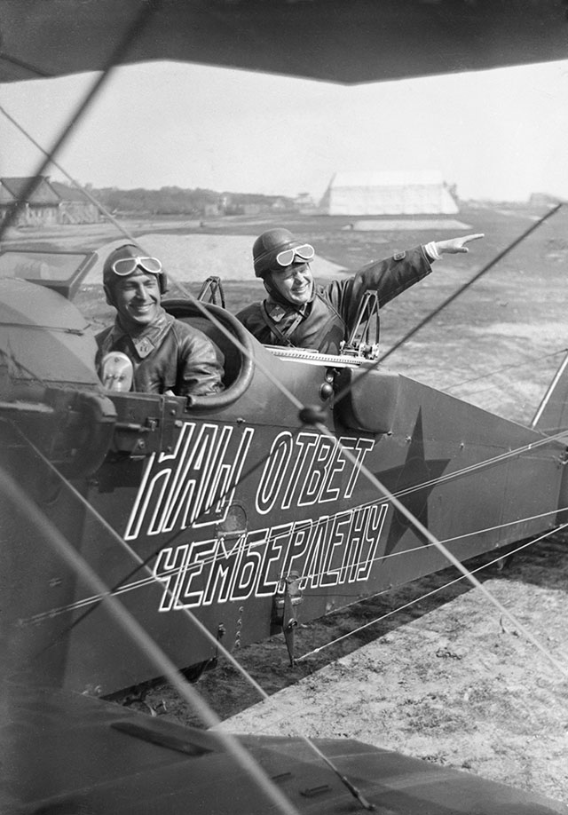 Самолет эскадрильи «Наш ответ Чемберлену», 1927год.