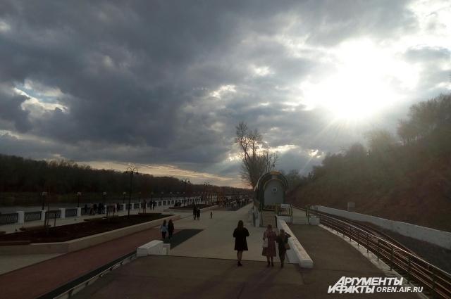 Набережная Урала - любимое место отдыха горожан и гостей Оренбурга.