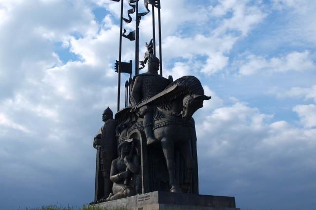 памятник Невскому