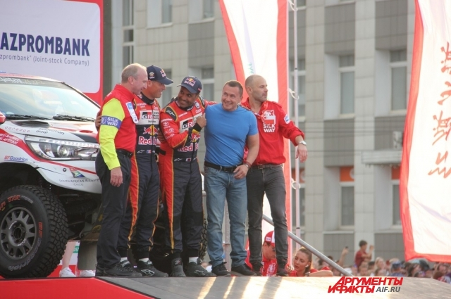Мэр Иркутска Дмитрий Бердников тоже пообщался с гонщиками.