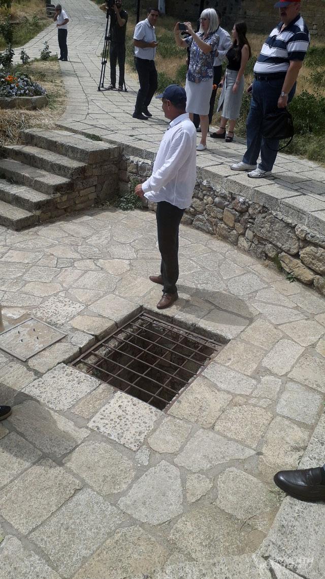 Крепость Нарын-Кала. Здесь была своя система наказания. Вподземном каменном мешке содержались приговоренные ксмерти запредательство.