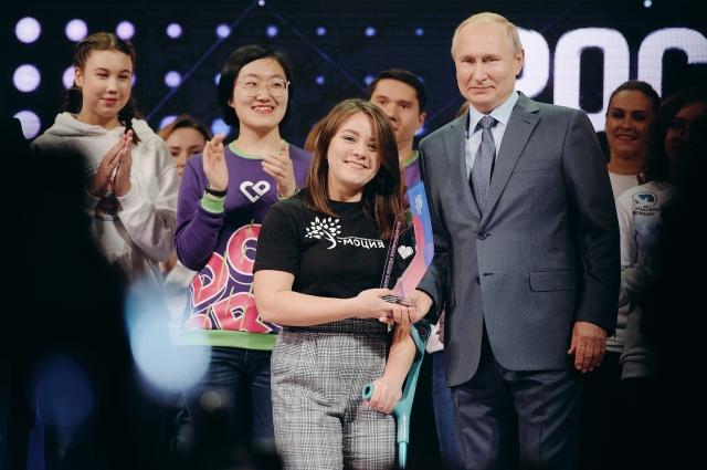 Владимир Путин поздравлял Инессу с заслуженной наградой.