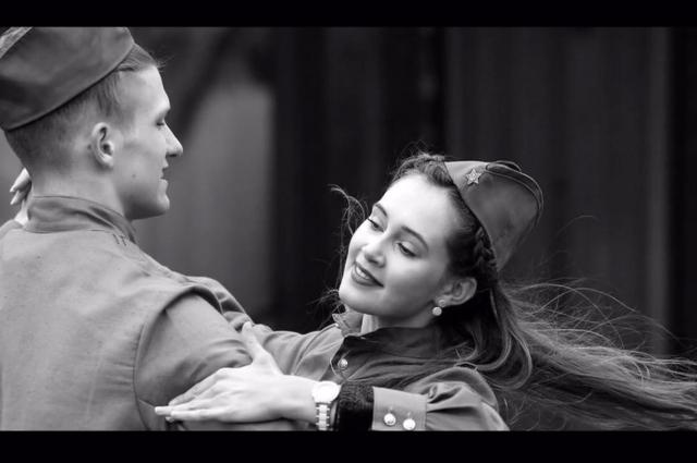 Военные песни и о счастье тоже. Кадры из видеоурока.