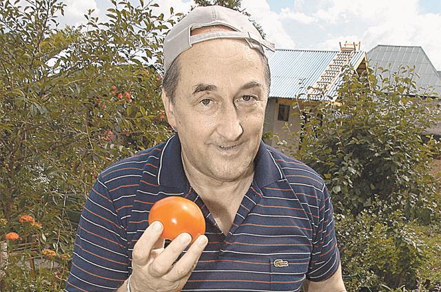 Николай Воронин (в сериале) поглощает торты, а Борис Клюев уверен, что актёр обязан следить за собой