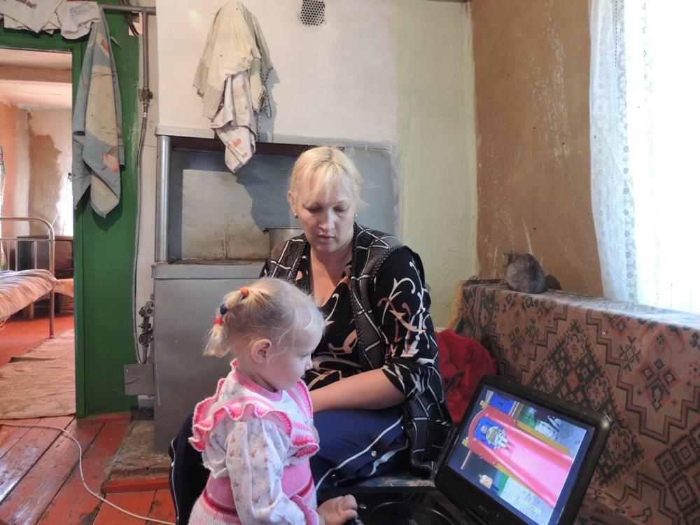 Теперь своих братьев и сестёр маленькая Амалия знает только по фотографиям в компьютере