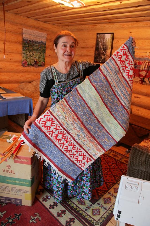 После выхода на пенсию Светлана Степановна увлеклась ткачеством.