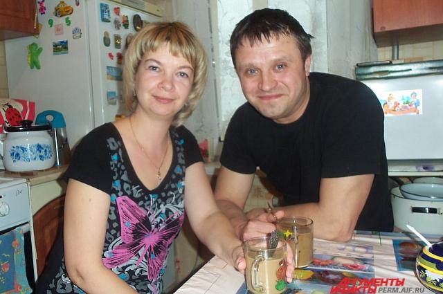 Олег и Татьяна вместе уже два года.
