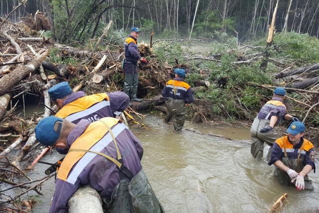В пик тайфуна вода поднялась на 8 метров.