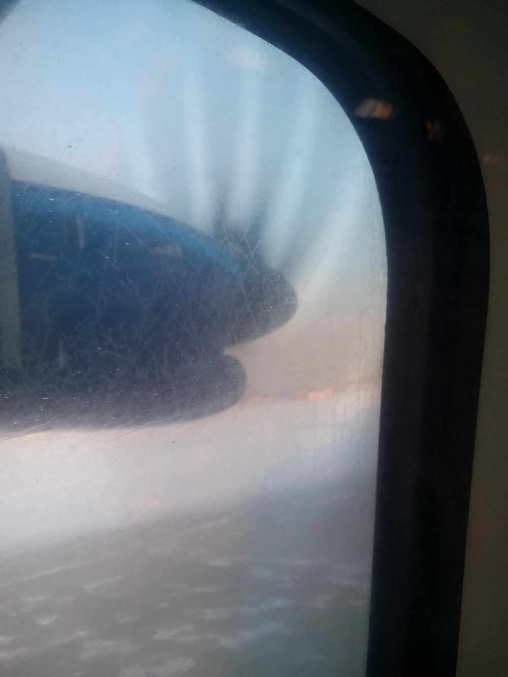 Вот такой винтокрылый самолётик домчал нас до Екатеринбурга.