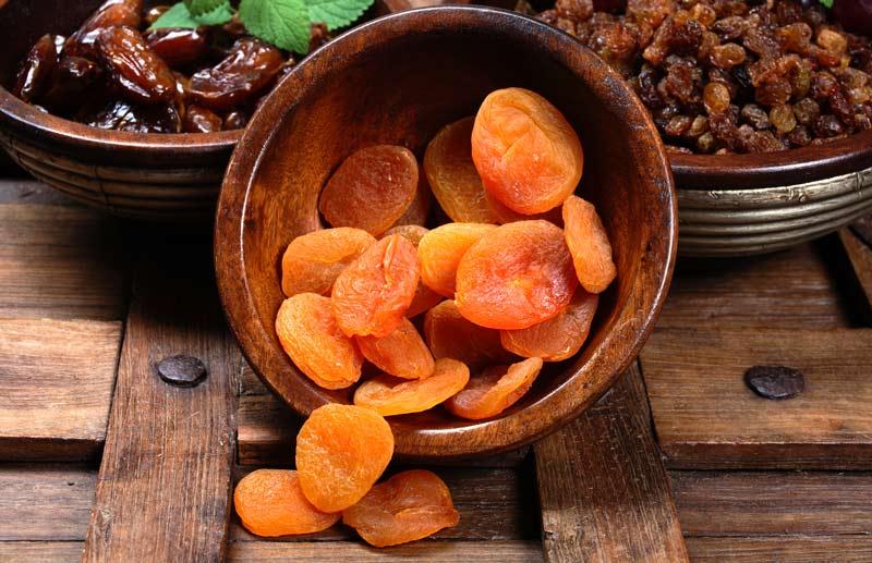Сочетайте орехи и морковь или курагу - так жирорастворимый о-витамин А будет усваиваться