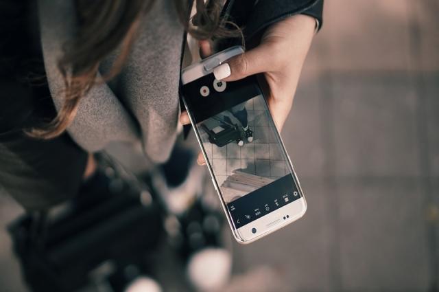 Современные подростки почти всё свободное время проводят в Интернете.