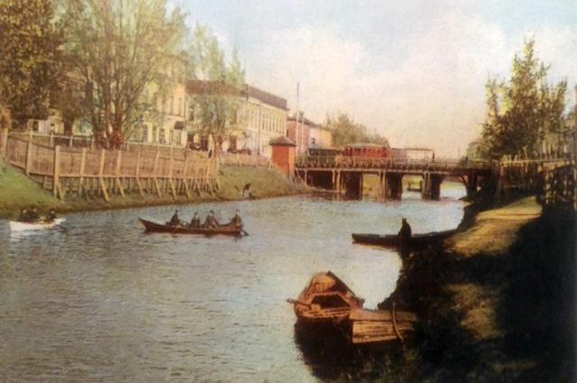 В адресной и справочной книге «Вся Казань», изданной в 1899 году, есть адреса десяти бань, две из которых находились на Булаке.